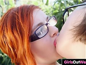 curvy sapphic pees and tongues her unshaved gf