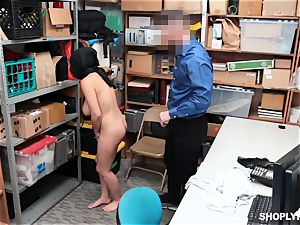 Ella Knox gets caught shoplifting and pays her debt with her mouth and puss