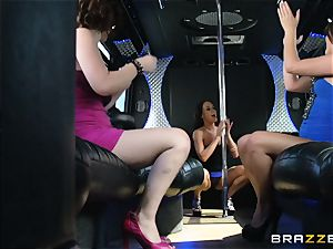 Rahyndee parties with her nymphs on the bus