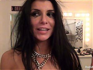 Behind the gigs with luxurious pornstar Romi Rain