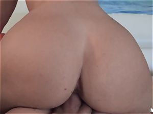 curvaceous donk Rharri Rhound takes it deep in the cooter point of view style