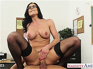 dark haired lecturer Kendra lust gets facialized