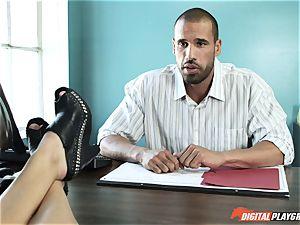 Natalia Starr nails her prospective manager