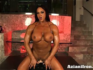 Amazon queen Amber Deluca loves her sybian saddle ejaculation