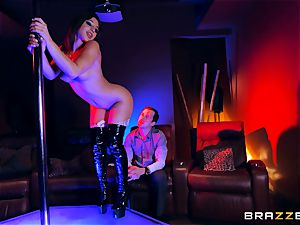 torrid stripper Abella Danger puts her fabulous bootie to work