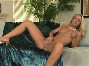nasty blonde Sophia Lynn wants her poon to spunk for a firm fucktoy